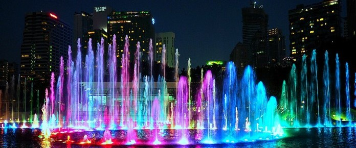 colorful-water-fountain-lake-symphony-klcc-park-696x378