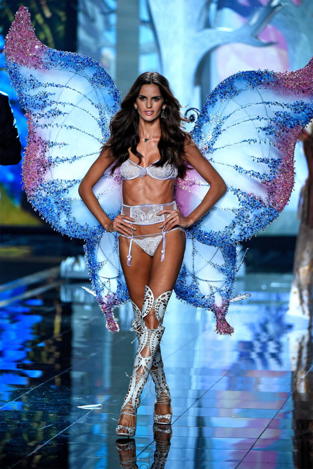 vs-fashion-show-runway-Izabel-Goulart